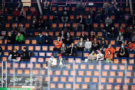 SM-liigaotteluiden katsojamäärät ovat olleet alkukaudella huolestuttavan pieniä. Kuva Hämeenlinnasta 1. lokakuuta.