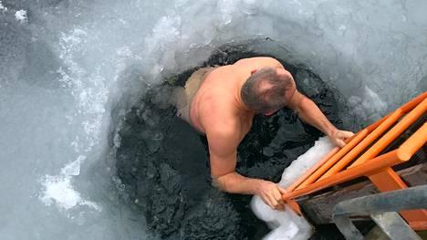 Kylmäaltistuksen aikana kyseiset henkilöt pystyivät ylläpitämään kehonsa lämpötilaa tehokkaammin ilman energiankulutuksen lisäystä.