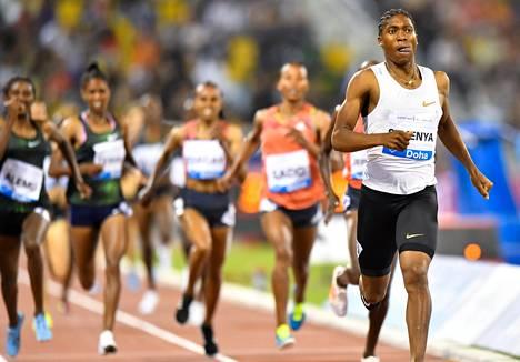 Caster Semenya voitti naisten 1 500 metrin kilpailun viikonvaihteessa Dohassa.