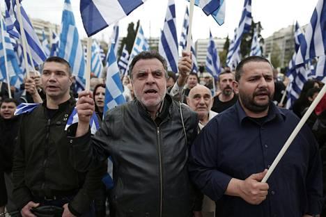 Kultaisen aamunkoiton kannattajia Kreikassa.