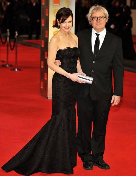Elizabeth McGovern ja aviopuoliso, ohjaaja-tuottaja Simon Curtis.