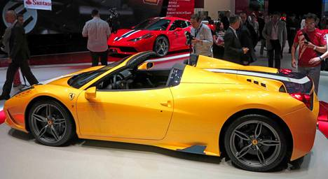 Mitä olisi autonäyttely ilman uutta Ferraria? Tällä kertaa Genevessä esitelty 458 Speciale menetti katon saaden mallimerkintänsä lisäkirjaimen A eli aperta, mikä tarkoittaa avonaista.