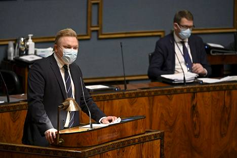 Keskustan ryhmäpuheenvuoron pitänyt Antti Kurvinen kuvasi aluksi omia tuntojaan EU:sta.
