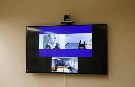 Epäillyt ovat useimmiten läsnä Oulun vangitsemisistunnossa videon välityksellä poliisivankilasta.