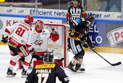 Tässä syntyy Jussi Jokisen (oik.) ylivoimalla iskemä 2–0-maali.