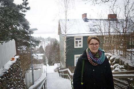 Satu Hassi kertoo pelänneensä raskautta vielä pari vuotta raiskauksen jälkeen.