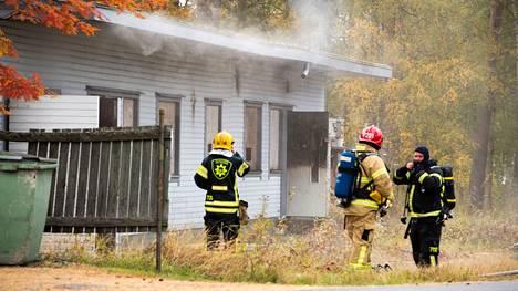 Iin keskustassa sytytettiin palamaan noin 300 neliömetrin suuruinen omakotitalo.