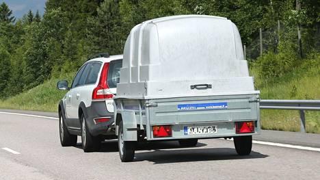 Jarrutonta kevytperäkärryä saa vetää enintään nopeudella 80 km/h.