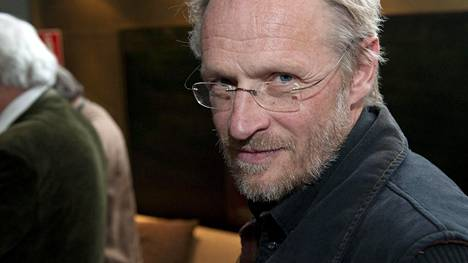 Kuvassa näyttelijä Antti Virmavirta.