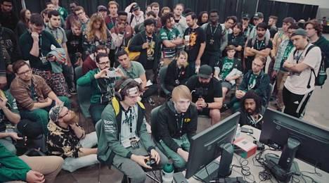 Melee-turnaukset pelataan yleensä samassa tilassa, mutta koronan takia yleisöturnaukset on peruttu. Nyt loppuvuoden suurin nettiturnaus on myös peruttu, mutta tällä kertaa Nintendon vaatimuksesta.
