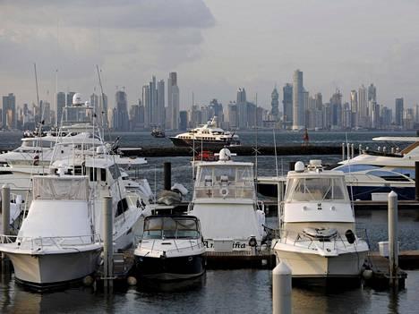 Veneitä verokohun keskiössä olevan Panama Cityn edustalla