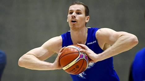 Maajoukkuekoripalloilija Erik Murphy siirtyy Espanjan liigaan
