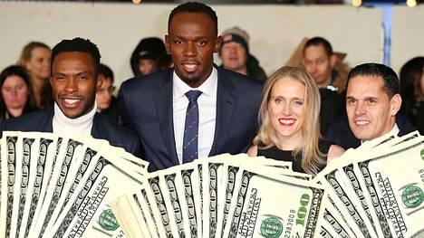 Usain Boltin (toinen vas.) taustatiimi on kymmenen hengen kokoinen. Heistä vuonna 2016 otetussa kuvassa ovat supertähden hyvä ystävä Nugent Walker (vas.), Ricky Simms (oik.) ja Simmsin vaimo Marion Steininger.