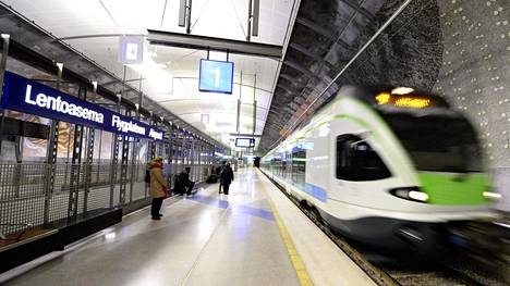 VR:n kehäradalla kulkeva lähijuna Helsinki-Vantaan lentoaseman juna-asemalla.