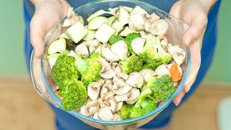 Terveelliseen ruokavalioon kuuluu aina kasviksia.
