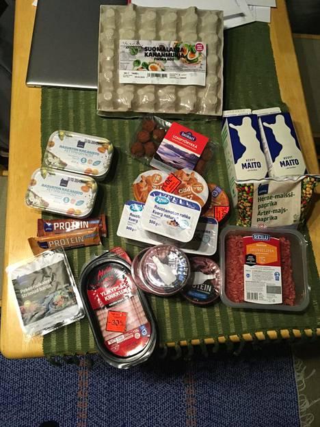 Oksasen kahden päivän ruokaostokset maksoivat 30 euroa.