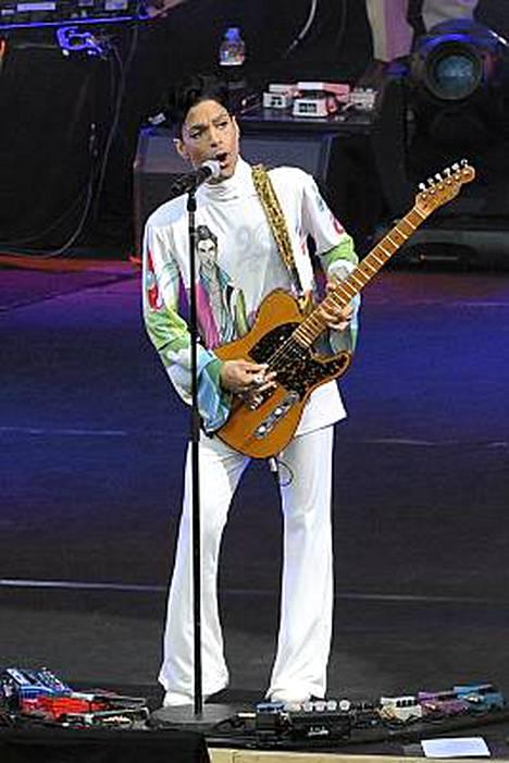 Prince uskoo kitaransa pelastaneen hänen hiuksensa.