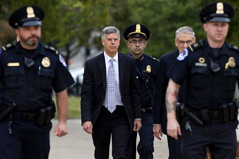 Virkaatekevä Ukrainan-lähettiläs Bill Taylor saapui kuulemiseensa kongressissa tiistaina.