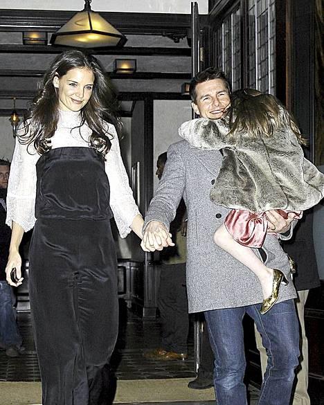 Näin onnellisilta kaikki vielä näyttivät Katie Holmesin 33-vuotissynttäreillä joulukuussa.