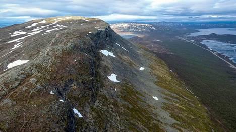 Saanan laelta levittäytyy upea maisema Kilpisjärven ympäristöön.
