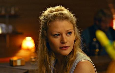 Lost-sarjasta tuttu Emilie De Ravin nähdään elokuvassa Hulluna Saraan hurmaavana amerikkalaistyttönä.