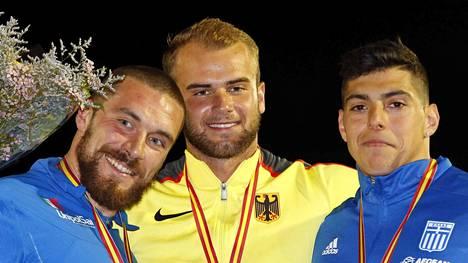 Julian Weber (kesk.) voitti Las Palmasissa järjestetyn Euroopan Cupin kilpailun maaliskuussa tuloksella 85,85. Se jäi kuitenkin hänen viimeiseksi kilpailukseen kaudella 2017.