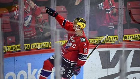 19-vuotias Anton Lundell oli eilen HIFK:n kultakypärä ja kapteeni.