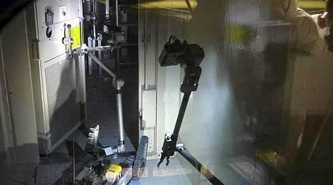 Robotti tarkistaa Fukushiman kolmosreaktoria. Laite on varustettu videokameralla. Se mittaa myös säteily- ja happitasoa rakennuksessa.