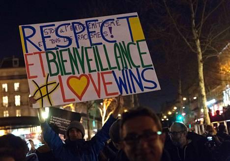 Ranskassa antisemitismin nousu on herättänyt laajan vastaliikkeen. Mielenosoittajat kokoontuivat Pariisiin 19. helmikuuta protestoidakseen viharikoksia vastaan.