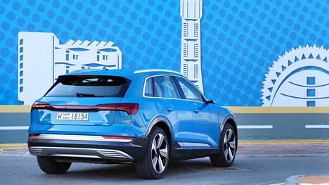 Ilta-Sanomien ensitestissä uusi Audi e-tron sai runsaasti kehuja.