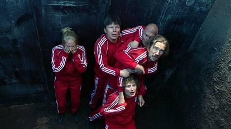 Suden hetkessä Antsa (Ville Keskilä) osallistuu miesten eroterapiaan, jossa keinot ovat astetta tavanomaista radikaalimpia.