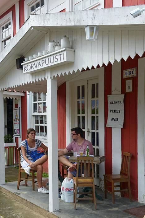 Brasiliassa asuessamme kävin fiilistelemässä suomalaisilla asioilla Penedon kylässä, jonka perustivat suomalaiset siirtolaiset noin sata vuotta sitten. Korvapuusti-ravintolasta ei tosin saanut korvapuusteja.