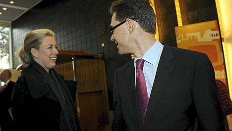 SDP:n puheenjohtaja Jutta Urpilainen sekä Kokoomus-kollegansa Jyrki Katainen saapuivat Yleisradion Suureen vaalikeskusteluun Helsingissä torstaina.