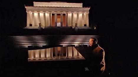 John Legend esiintyi tähtiä tulvineessa Celebrating America -tv-lähetyksessä.