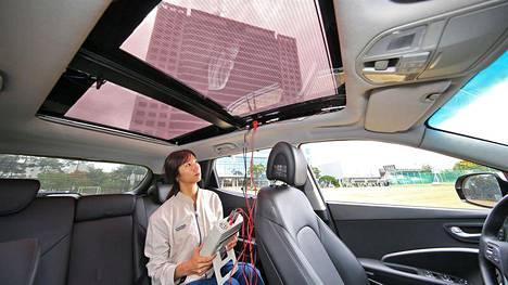 Hyundain testiauton katto kerää energiaa ja antaa samalla valoa matkustamoon.