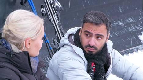 Naiset epäilivät, että Stefano osallistui ohjelmaan vääristä syistä.