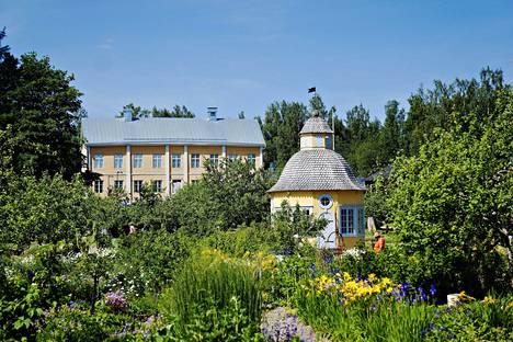 Rosenlundin entisen pappilan puutarha Aspegren on leppoisa keidas Pietarsaaressa: se periytyy jo 1700-luvun puolivälistä ja entistettiin 2000-luvun alussa.