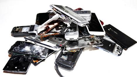 Vaikka puhelin olisi murskana, muistikortti voi hyvinkin olla vielä ehjänä laitteen sisällä.