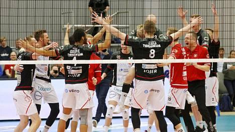 VaLePa juhli taas Suomen mestaruutta – seurapomo vaitonainen tulevaisuudesta