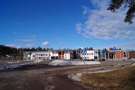Ruokolahdelle vuosien mittaan osuneet 22 miljoonan euron lottovoitot vastaavat kunnan vuoden verotuloja. Uutta koulukeskusta ja liikuntahallia on tuskin rakennettu lottovoitoilla.