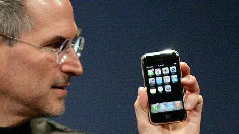 Steve Jobs esitteli hädin tuskin toimivaa iPhonea San Franciscossa 9.1.2007.