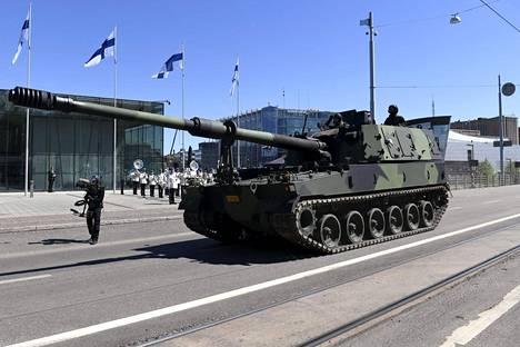 Suomi hankki Etelä-Koreasta 48 käytettyä telatykkiä.