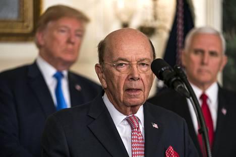 """Yhdysvaltain kauppaministeri Wilbur Ross rauhoitteli torstaina, että tullit ovat """"alkusoittoa"""" neuvottelukierrokselle."""