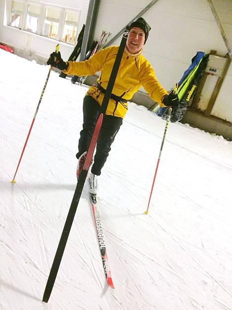 Margit Sara kokeili uusia karvasuksia ja oli yllättynyt miten hyvin ne toimivat. Hän on hiihtänyt monta vuotta optigrip-pitopohjasuksilla.
