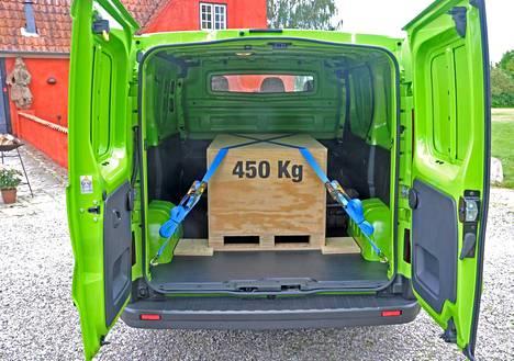 Perusversion kantavuus on 1 075 kilogrammaa. Yli puolen tonnin kokonaiskuorma ei testiajossa tuntunut auton suorituskyvyssä käytännössä juuri lainkaan.
