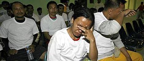 Vapautettuja panttivankeja viettiin tarkastukseen Prosperidadin sairaalaan.