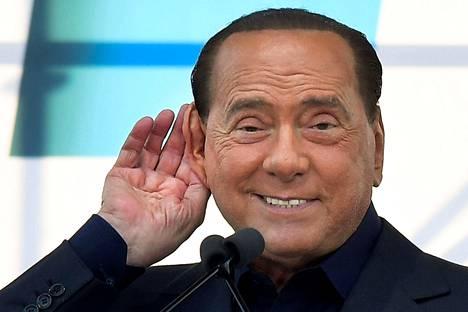 Lukuisissa kohuissa marinoitunut Silvio Berlusconi, 83, johti Italiaa vuosina 1994–1995, 2001–2006 sekä 2008–2011. Kuva viime vuoden lokakuulta.