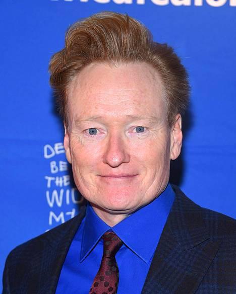 Conan O'Brien jaksaa edelleen nauraa Ismo Leikolan sketsille.