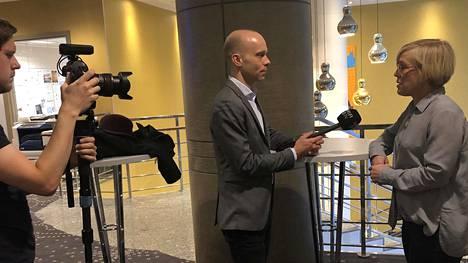 Eesti Päevalehden toimittaja haastatteli Politiikan toimittajat ry:n puheenjohtajaa Maria Stenroosia Viron sisäministerin puheista keskiviikkona Tallinnassa.