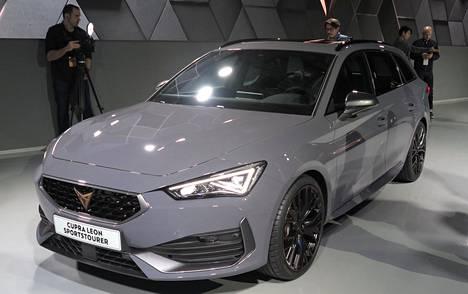 Leonin väkevimpien versioiden keulaa koristaa nyt ensimmäistä kertaa Cupran merkki ja autossa on paljon muitakin eroja kesympiin sisariinsa verrattuna.